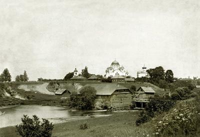 1. Спасо-Евфросиниевский монастырь. На переднем плане - монастырская мельница. Фото начала XX века