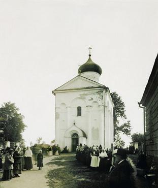 10. Богомольцы в Спасо-Евфросиниевском монастыре.Фото конца XIX века